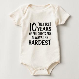 10 o primeiro design do aniversário dos anos body para bebê