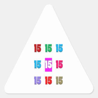 15a décima quinta data da rua do aniversário do adesivo em forma de triângulo
