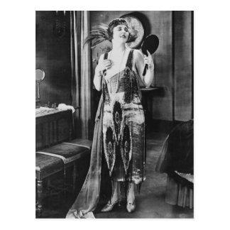 1920 bonito do vestido do Flapper da mulher Cartão Postal