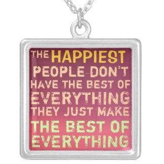 1 lado/do ~ pessoas as mais felizes da colar do