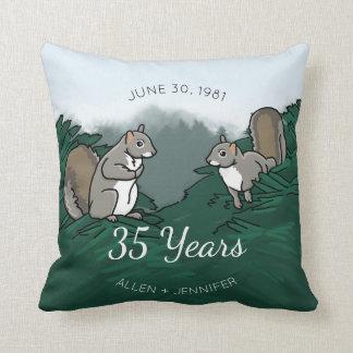 35o Esquilos do aniversário de casamento Almofada
