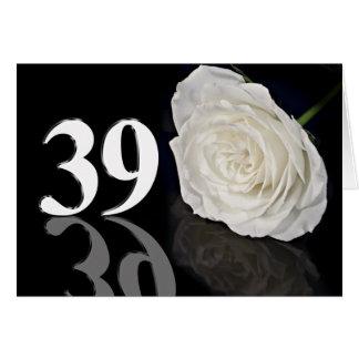 39th Cartão de aniversário com um rosa branco