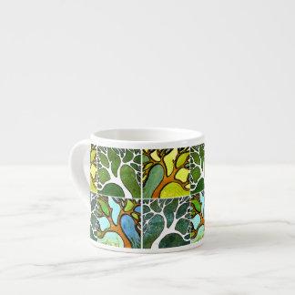 4 árvores cinzeladas mão na aguarela e a caneta &  caneca de café
