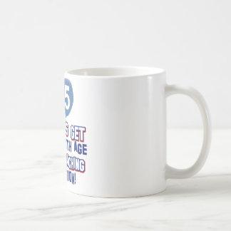 65th presente de aniversário dos anos de idade caneca de café