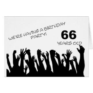 66th convite de festas com uma multidão dos