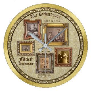 A antiguidade do aniversário de casamento dourado relógio grande