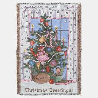 A árvore de Natal iluminada por velas apresenta a Manta