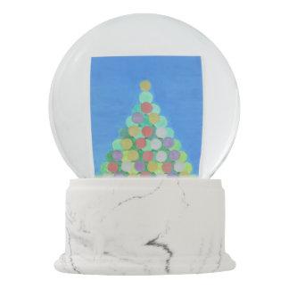 A árvore de Natal simples Snowglobe