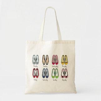 A bailarina calça o saco de compras bolsa tote