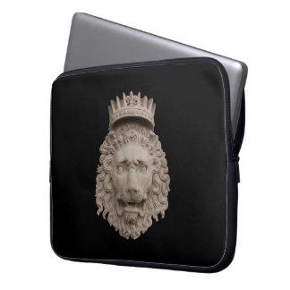A bolsa de laptop coroada do leão bolsas e capas de notebook