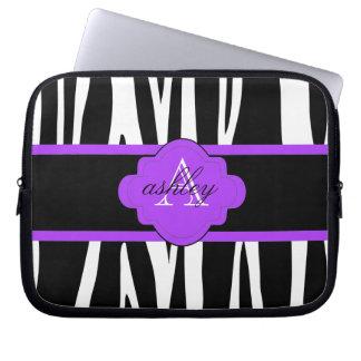 A bolsa de laptop preto e branco do impressão da z capa para notebook