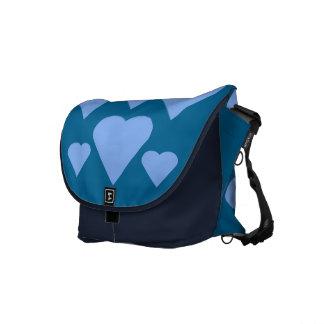 A bolsa mensageiro azul dos corações do amor