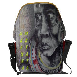 A bolsa mensageiro da senhora Hakuna Matata