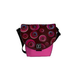 A bolsa mensageiro retro cor-de-rosa Funky dos