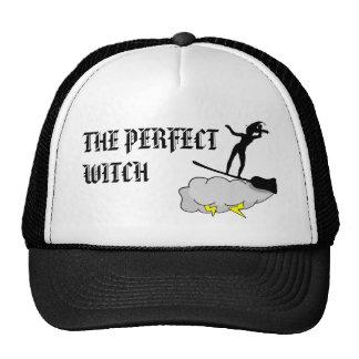 A bruxa perfeita surfa o duro boné