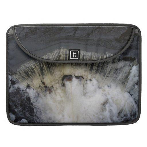 A cachoeira do fluxo bolsa para MacBook