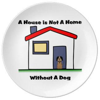A casa dos amantes do cão não é uma placa pratos de porcelana