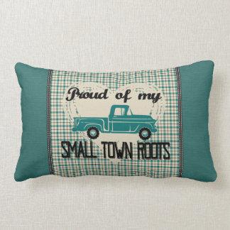 A cidade pequena enraíza o travesseiro lombar (a almofada lombar