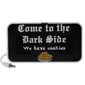 A comédia vem ao lado escuro caixinha de som para iPod