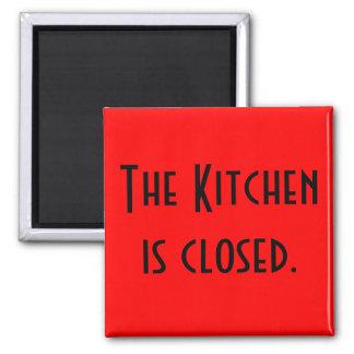 A cozinha é fechada ímã quadrado