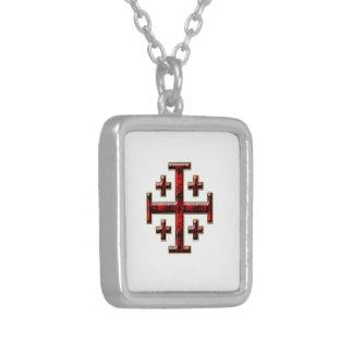 A cruz de Jerusalem - parte traseira clara Colar Com Pendente Quadrado