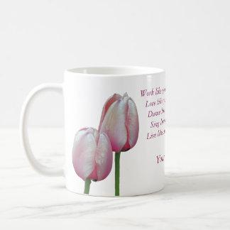A dança do amor do trabalho canta as tulipas caneca de café