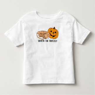 A doçura ou travessura caçoa o t-shirt 1 do gato