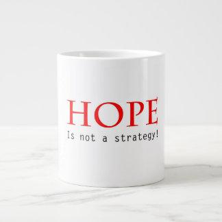 A esperança não é uma caneca da estratégia jumbo mug