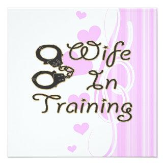 a esposa engraçada no treinamento algema a noiva convite