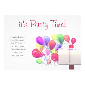 A festa de aniversário convida o correio do balão convites