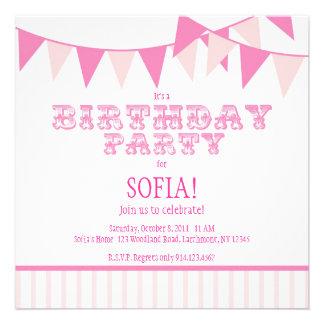 A festa de aniversário cor-de-rosa do carnaval con convites