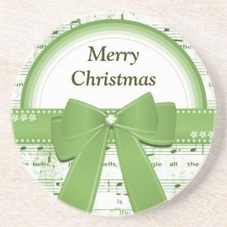 A fita verde do Feliz Natal nota em volta da porta Porta Copos