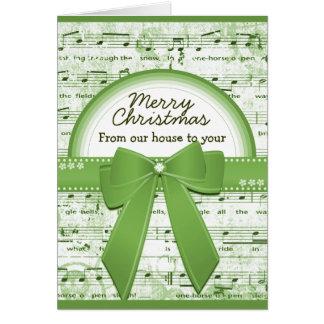 A fita verde do Feliz Natal nota o cartão