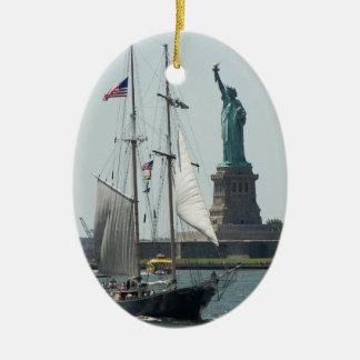 A foto do porto da Nova Iorque Solteiro-Tomou Ornamento De Cerâmica Oval