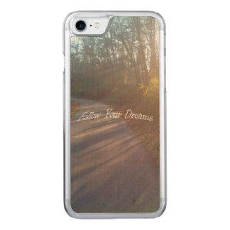 A grama de raios de Sun do trajeto das madeiras da Capa Para iPhone 7 Carved