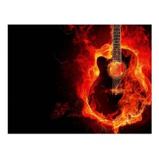 A guitarra ardente, laranja arde o grupo de rock cartão postal