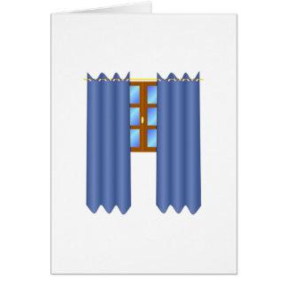 A janela com drapeja cartões