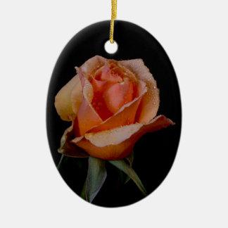 A laranja bonito aumentou ornamento de cerâmica oval