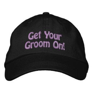 A linha roxa obtem seu noivo sobre para o Groomer Boné Bordado