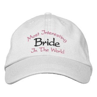 A maioria de noiva interessante no casamento do boné bordado