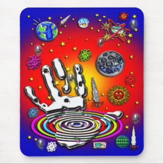 A mão da humanidade no espaço II Mousepad