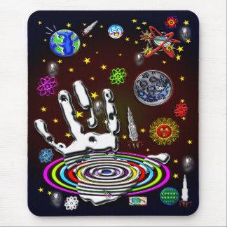 A mão da humanidade no espaço Mousepad