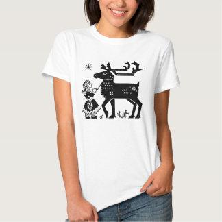 A menina de Lapland guardara a camisa das senhoras Camisetas