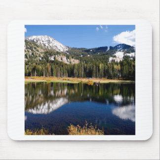 A montanha reflete a paisagem de Everlast Mouse Pad