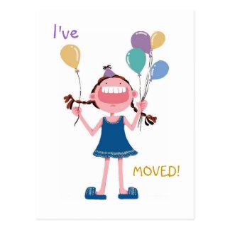 A mudança da mulher de riso feliz da menina de end cartões postais