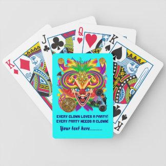 A opinião do palhaço do partido do carnaval sugere jogos de cartas