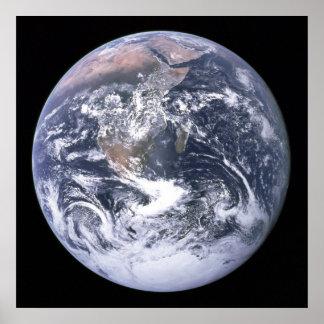A terra vista de Apollo 17 Poster