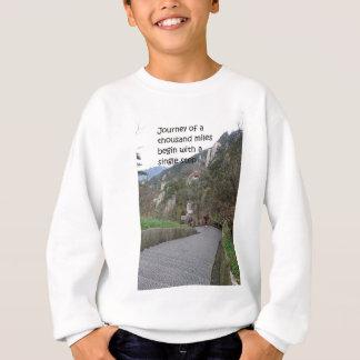A viagem de mil milhas começa com a única etapa t-shirt