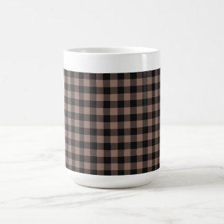 """A """"xadrez agride"""" o bege de Blk& Caneca De Café"""