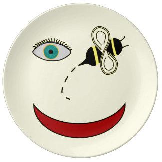Abelha do olho feliz prato de porcelana